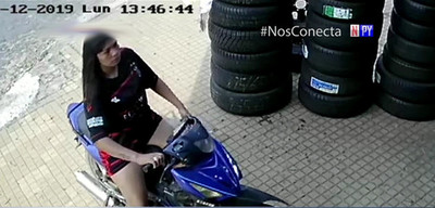 Motochorras en acción: Robaron un celular en cuestión de segundos