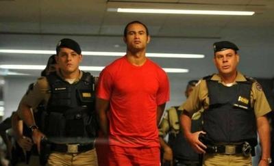 HOY / Arquero brasileño condenado por matar a su exnovia recibe propuesta de club
