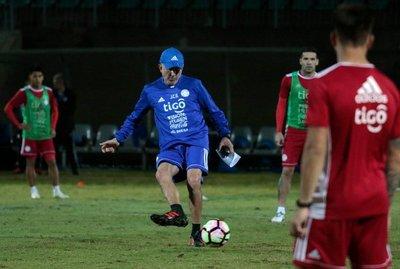 Osorio podría cambiar de equipo y dirigir a dos paraguayos
