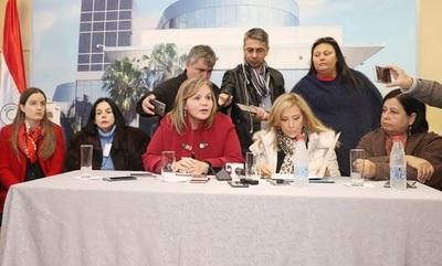 Senadoras repudian pedido de captura de joven que denunció a Kriskovich
