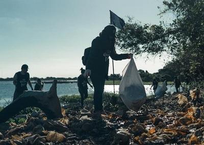 Empresas recogen 22 toneladas de basura en costas del río Paraguay