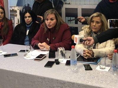 Repudian orden de captura contra joven que denunció a Kriskovich