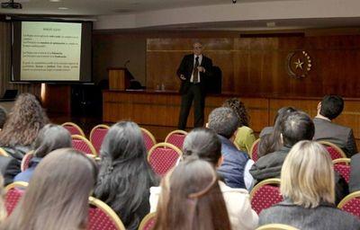 Funcionarios debaten sobre garantía de inconstitucionalidad