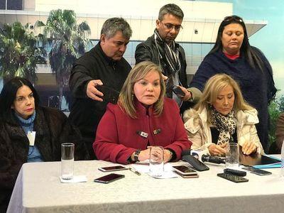 Senadoras apoyan a la joven y repudian pedido