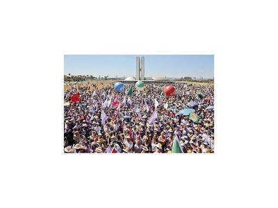 Las mujeres realizan  masiva protesta  contra Bolsonaro