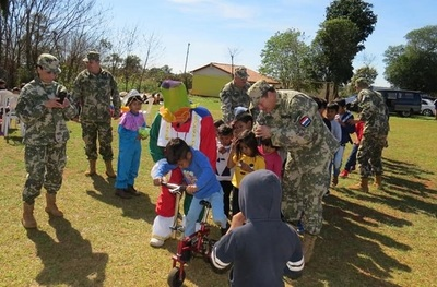 Celebran el Día del Niño en una comunidad indígena de Franco