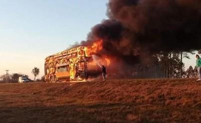 Colectivo se incendia en pleno viaje a Posadas