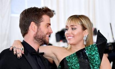 """HOY / """"Consumo de sustancias"""" de Liam e """"infidelidad"""" de Miley, son los motivos que saltan sobre el divorcio"""