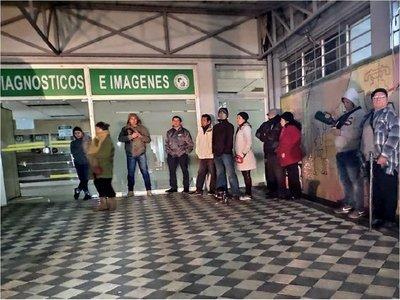 IPS: Asegurados madrugan por un turno para estudios de imágenes