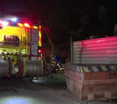 Contenedor sin señalización ocasiona grave accidente en Asunción