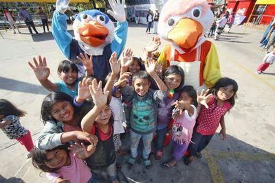 Festejo con actividades para niños de pueblos originarios en la terminal