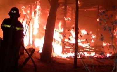 Intentó asfixiar a su ex pareja y quemó su casa