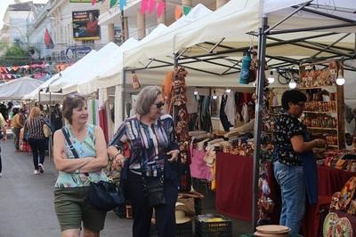 Artesanías, shows y comidas típicas en celebración de Asunción
