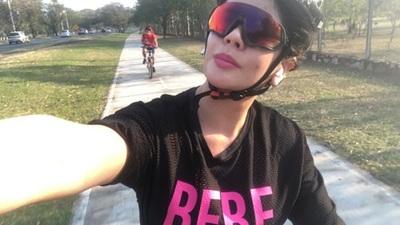 Simone Villar practica ciclismo