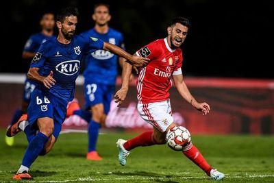 El Benfica mantiene con dificultad su liderato