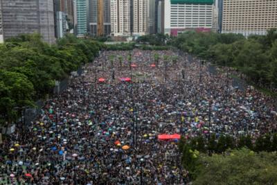 Manifestantes vuelven a las calles de Hong Kong