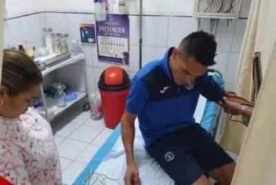 HOY / Barras atacan bus e hieren a jugador paraguayo