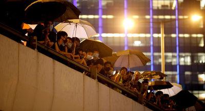 Manifestantes cercan la sede del Consejo legislativo de Hong Kong
