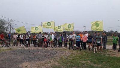 Ambientalistas retiran cercado de la ciclovía del Parque Guasu