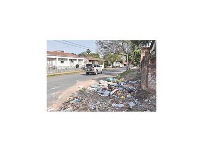 Urgen reparar estructura urbana dañada con retiro de vertederos