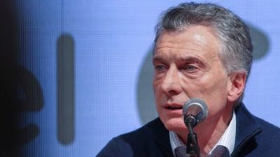 Macri hace cambios en su gabinete para encarar crisis tras derrota electoral