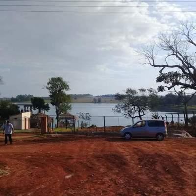 En el km 10 Acaray exigen que autoridades de intervengan ante ocupación de franja del lago
