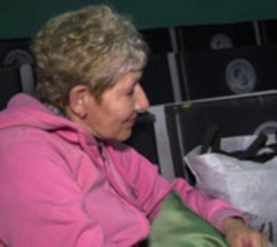 Mujer aguarda 12 horas, una vez al mes, para un cita en el IPS