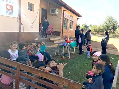 En Itakyry brindaron charlas a niños en edad escolar