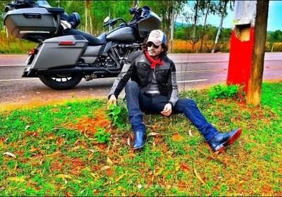 Mario Cimarro Sigue Paseando En Moto Por Paraguay