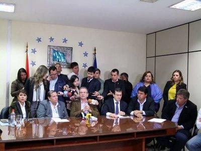 Oposición oficializa pedido de sesión extra para juicio político