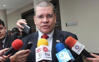 """Barrios: """"Las bancadas corresponden a los senadores electos y proclamados, no a los que entraron por la ventana"""""""