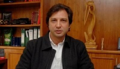Abdo Benítez acepta renuncia de asesor