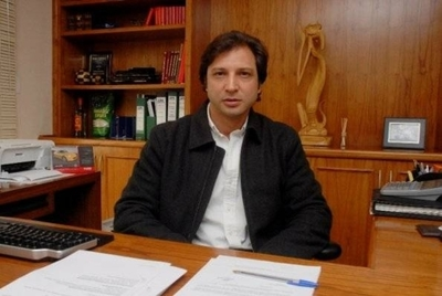 HOY / Economía entra en recesión y asesor abandona a Abdo: 'combustiblero' deja la barca