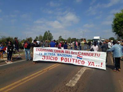 Cierran rutas a favor de juicio político