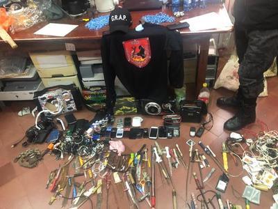 Incautan celulares y otros objetos en penal de Coronel Oviedo