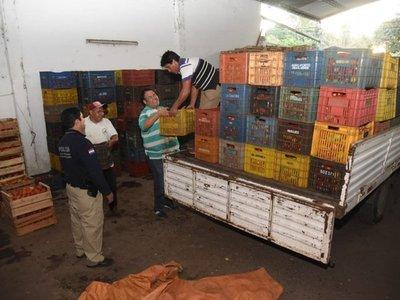 Incautan cientos de cajas de tomates presuntamente de contrabando
