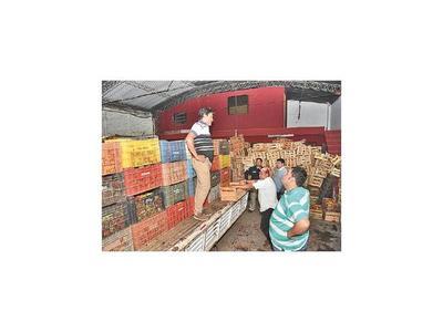 Fiscalía interviene depósito que tenía 600 cajas de tomates sin documentación