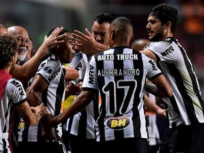 El Mineiro remonta y toma ventaja por cupo en semifinales