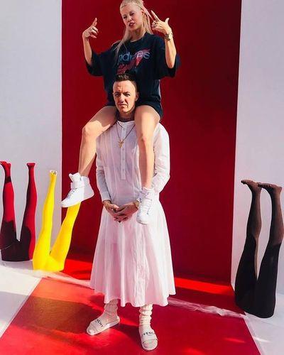 Die Antwoord niegan que sean homófobos tras vídeo de agresión a Andy Butler