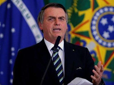 Bolsonaro insinúa que ONG pueden estar detrás de incendios
