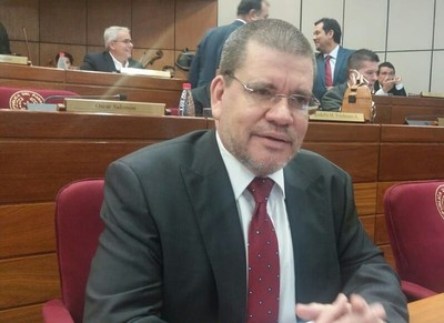 Senador cartista se reafirma: Friedmann y Gusinky se tienen que ir