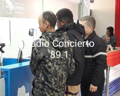 Expulsan a brasileños que fueron detenidos cuando sacaban fotografías frente al Palacio de Gobierno