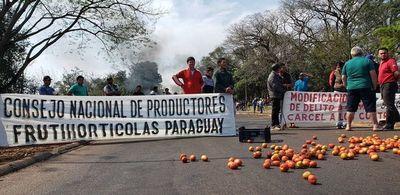 Tomateros vuelven a la ruta tras romper acuerdo con MAG