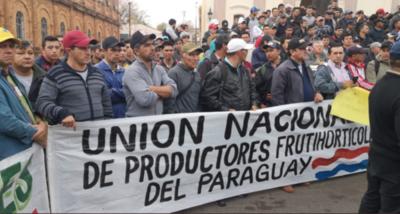 HOY / Tomateros marchan en Asunción para exigir mejores precios y fin del contrabando