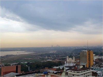 Focos de incendio y sequía poluyen la atmósfera en Paraguay