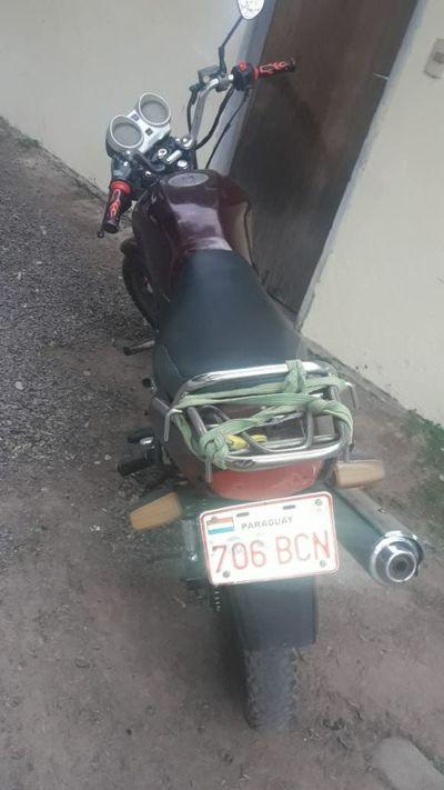 Policías recuperan motocicleta robada en Ypacaraí