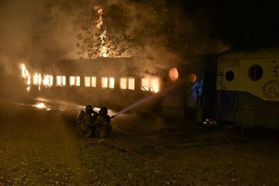 Adictos habrían incendiado un viejo vagón del ferrocarril
