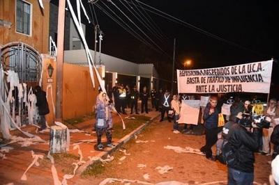 Estudiantes y ciudadanos autoconvocados escrachan a Kriskovich