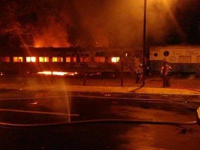 Se quemaron dos vagones del antiguo ferrocarril