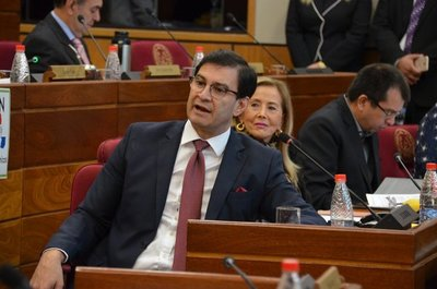 "Beto Ovelar exige disculpas a Petta: ""tocó el nombre de la mujer que siempre lo defendió"""